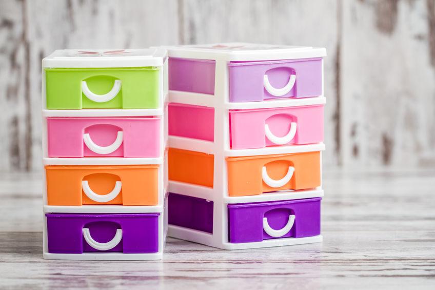Imagem de gaveteiros de plástico colorido