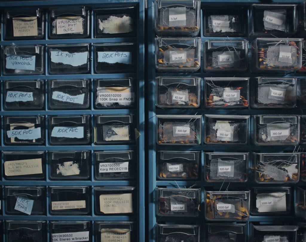 Imagem de organizador de plástico com ferramentas