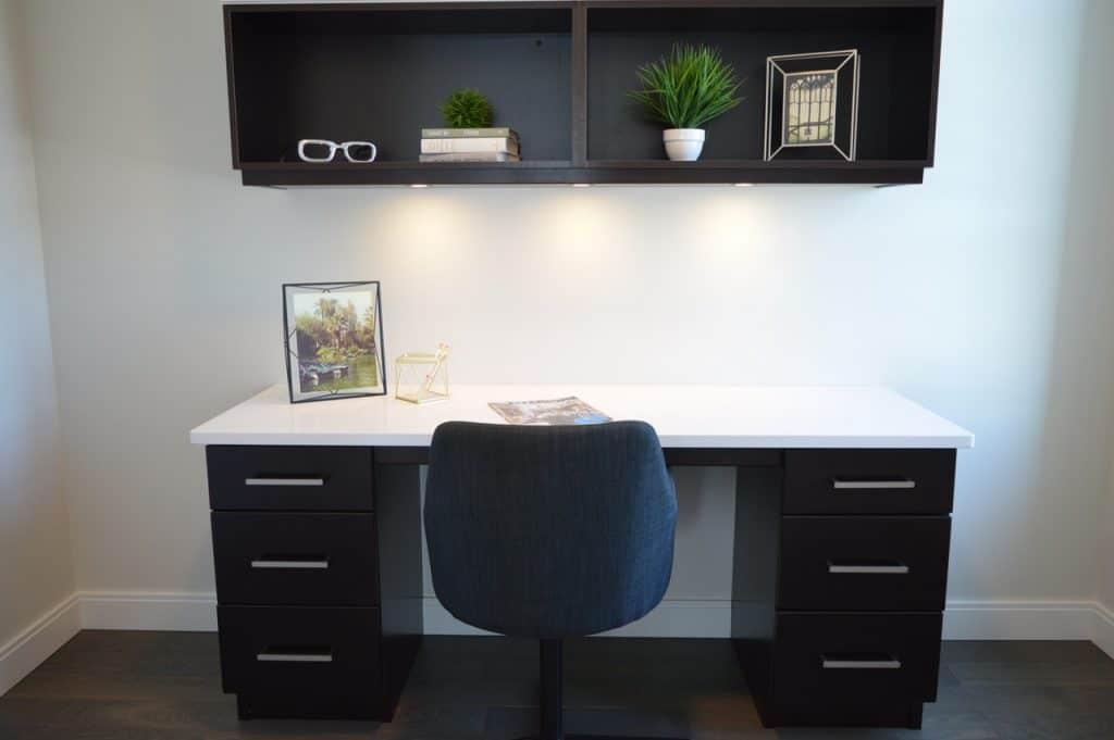 Imagem de uma mesa de escritório.