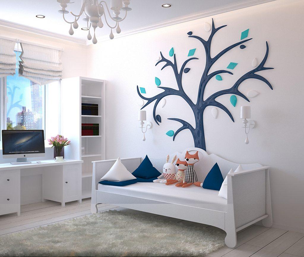Imagem de um quarto infantil com uma cristaleira ao canto.