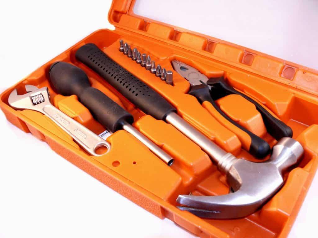 Imagem de kit de ferramentas com martelo unha.