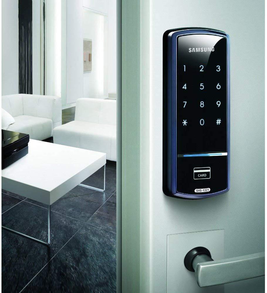 Fechadura Samsung na porta.