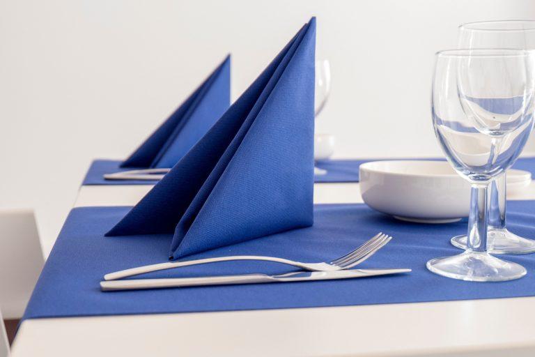 Imagem de guardanapos azuis.