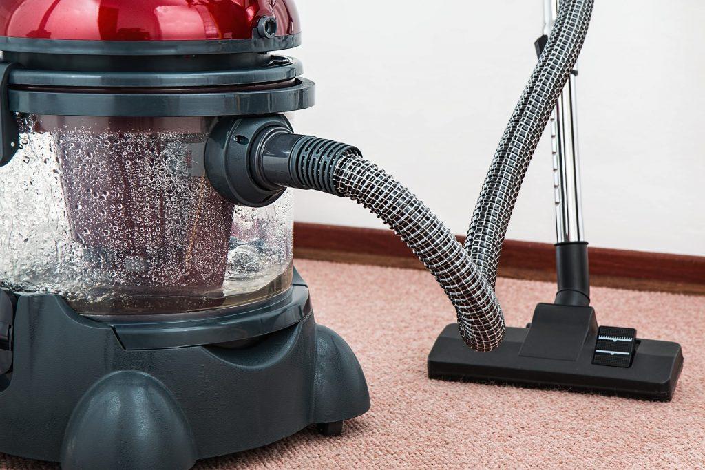 Imagem de aspirador de água e pó horizontal.