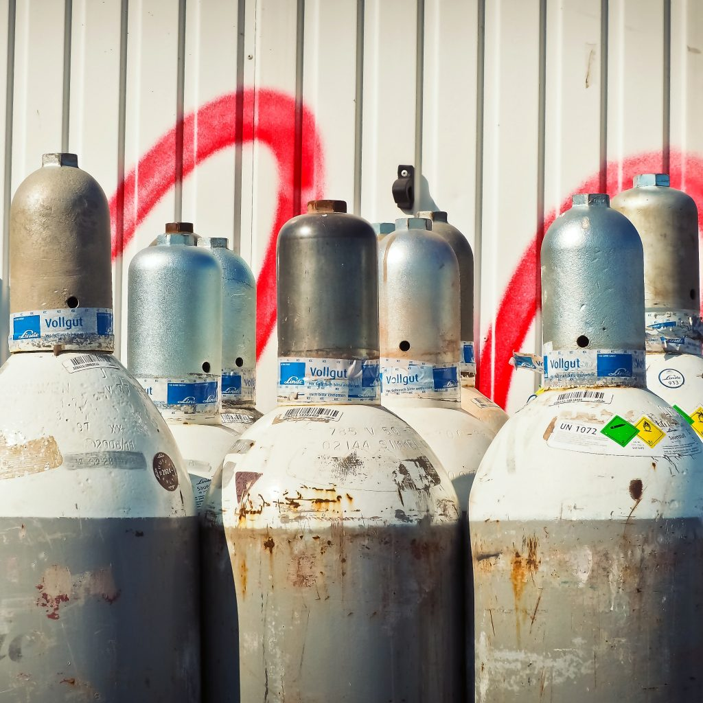 Imagem de vários botijões de gás
