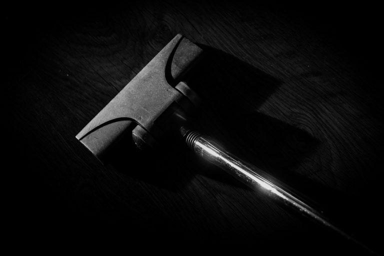 Imagem de aspirador de pó com tubo metálico