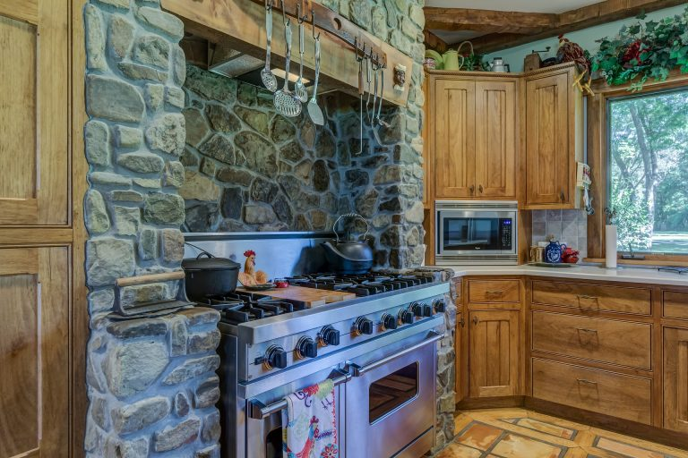 Imagem de cozinha com fogão a gás