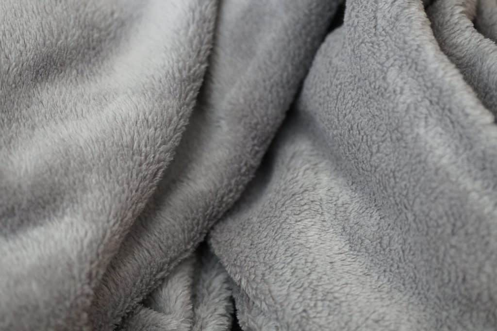 Imagem de cobertor de microfibra cinza
