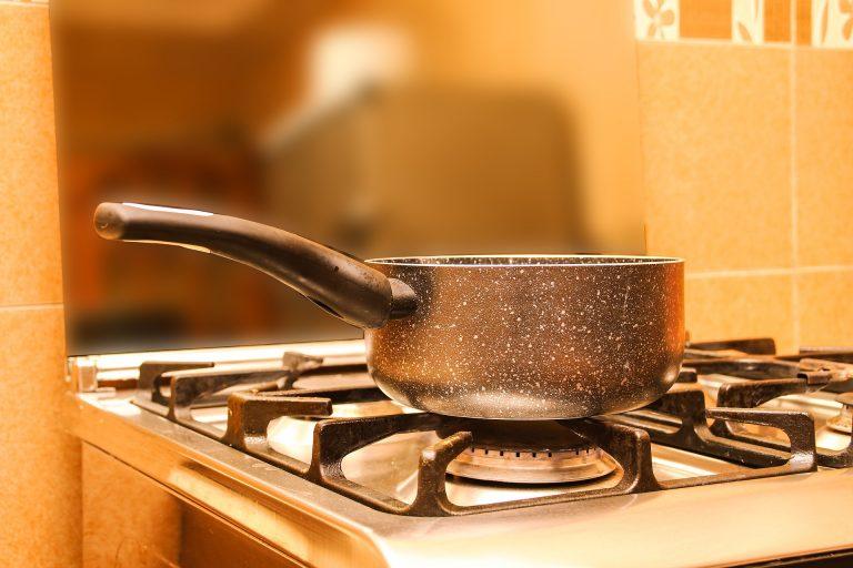 Imagem de fogão a gás com panela