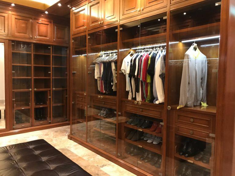 Imagem de um closet.