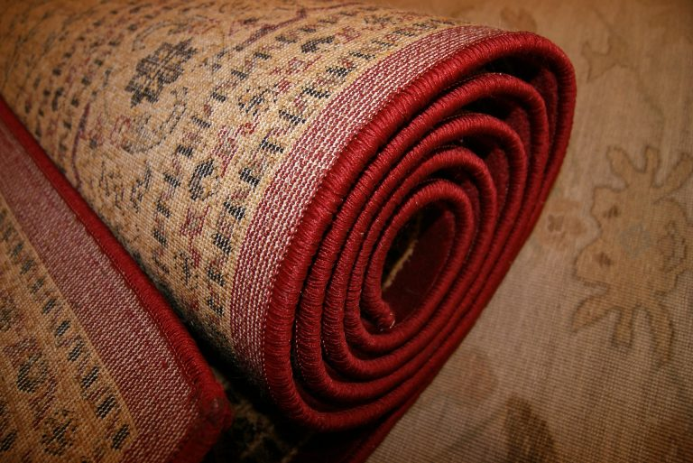 Tapetes persas mostrados pelo avesso