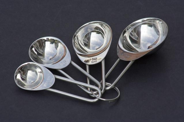 Imagem de colheres medidoras em aço inoxidável