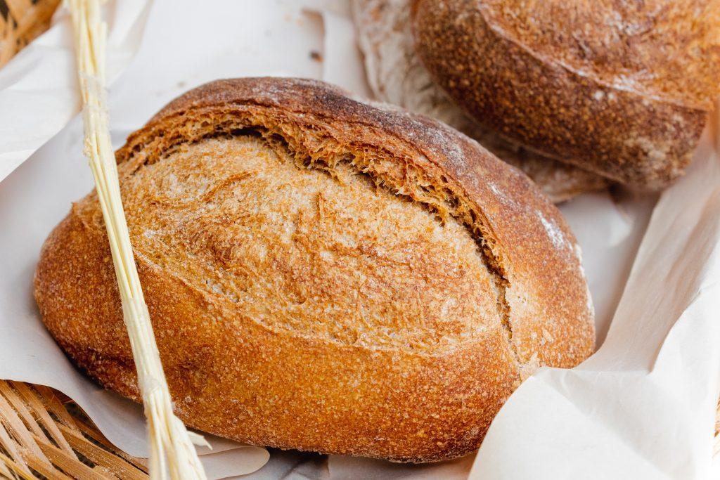 Imagem de um pão assado.
