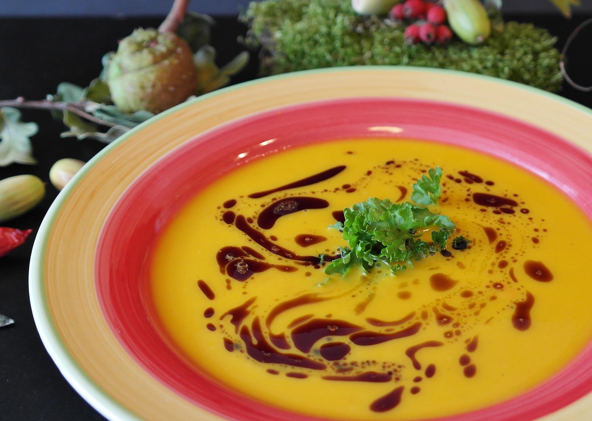 Prato com sopa.