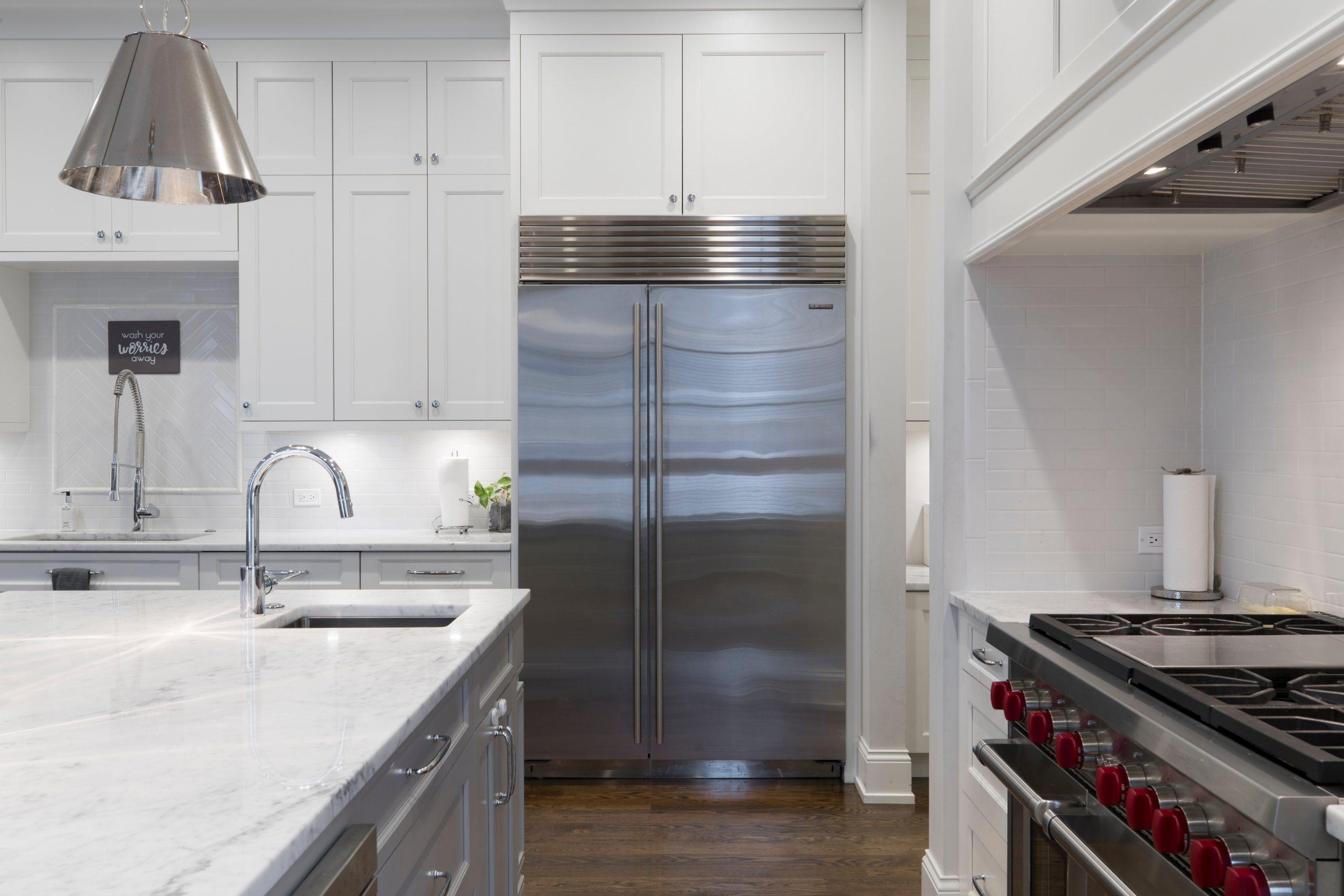 Imagem de uma geladeira.