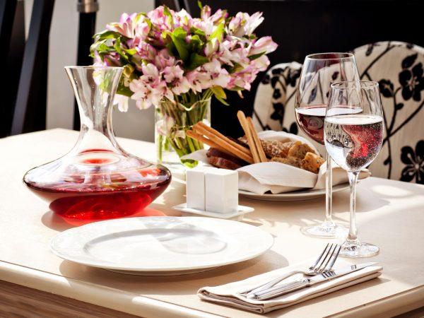 11708665 – fine restaurant dinner table place setting
